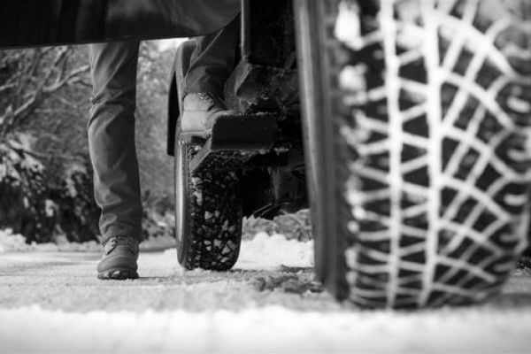 خطرات استفاده از تنها دو حلقه لاستیک زمستانی در خودرو